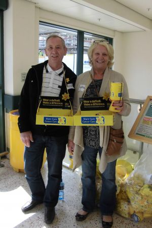Lions Jackie and Peter collecting for Marie Curie