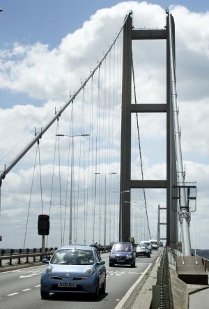 Humber bridge traffic
