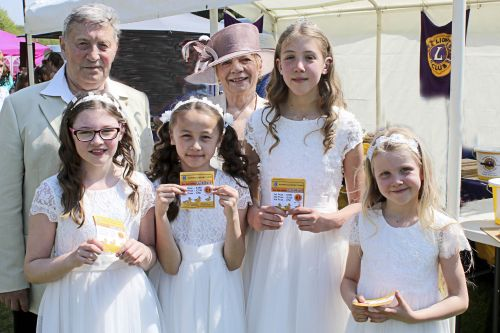 Lion Don Wilson and  Denise plus  grandchildren with their duck race tickets